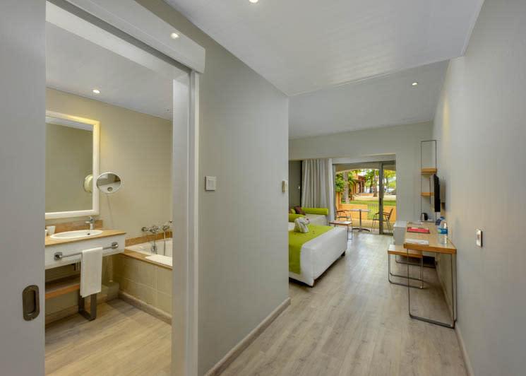 Superior room and bathroom