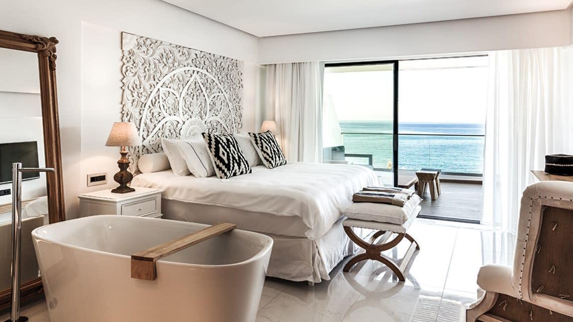 Thalassa deluxe seafront guestroom