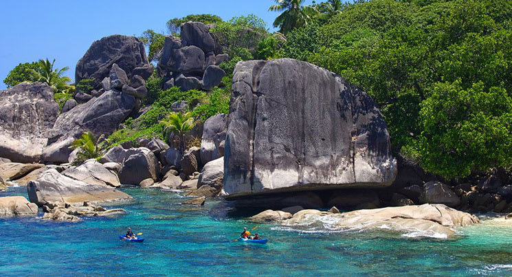 Felicité island kayaking