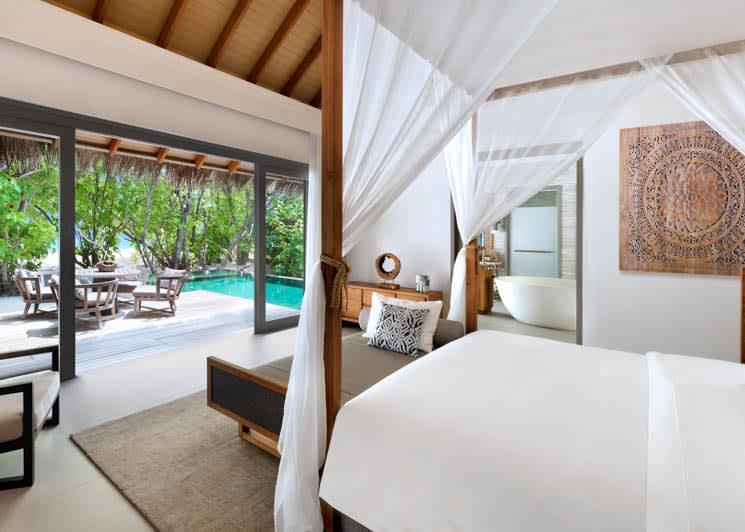 Beach Pool Suite Bedroom