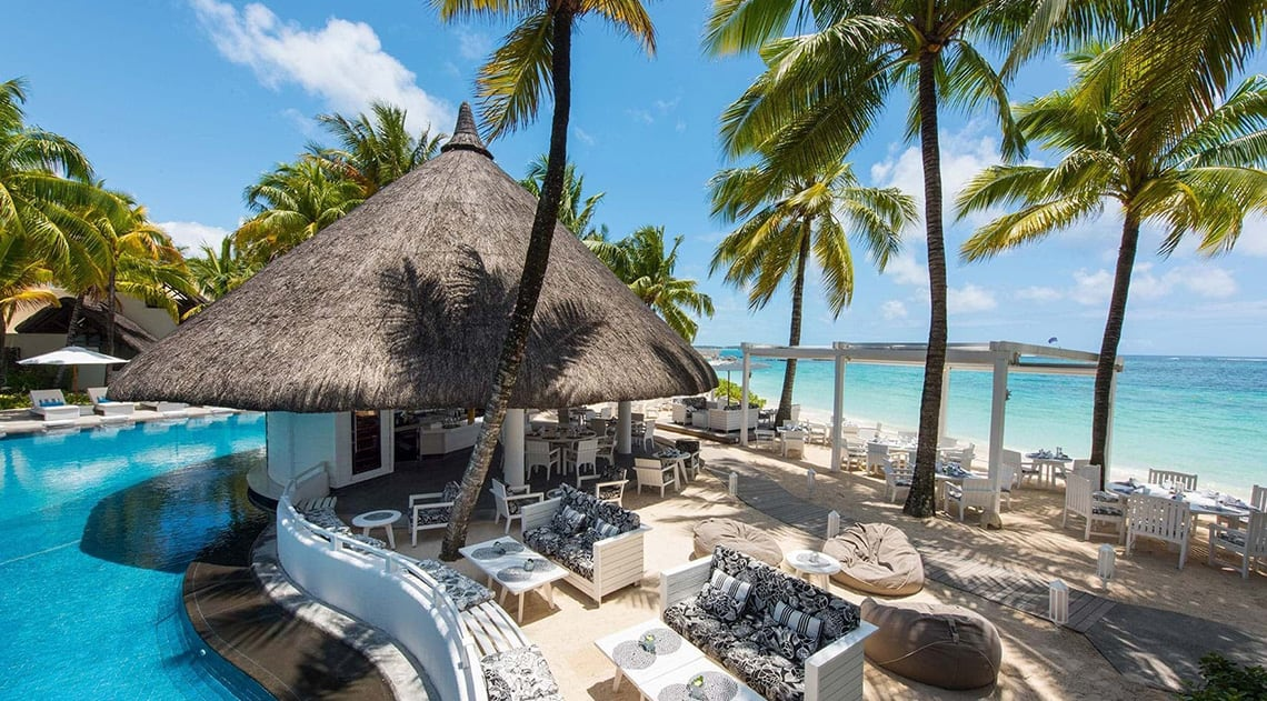 Swimming pool, lounge area and beach