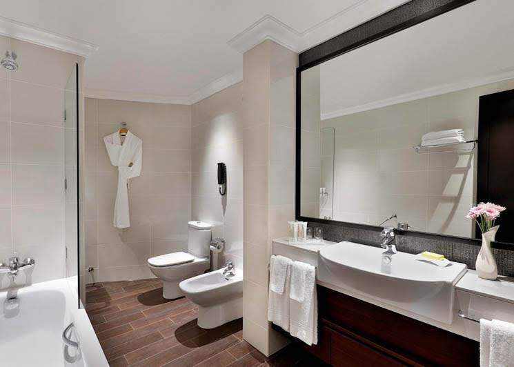 Club Superior bathroom