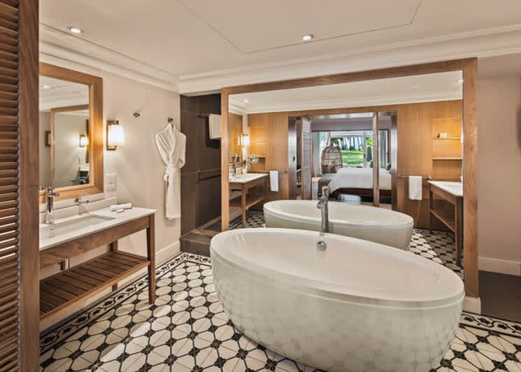 Deluxe family suite bathroom