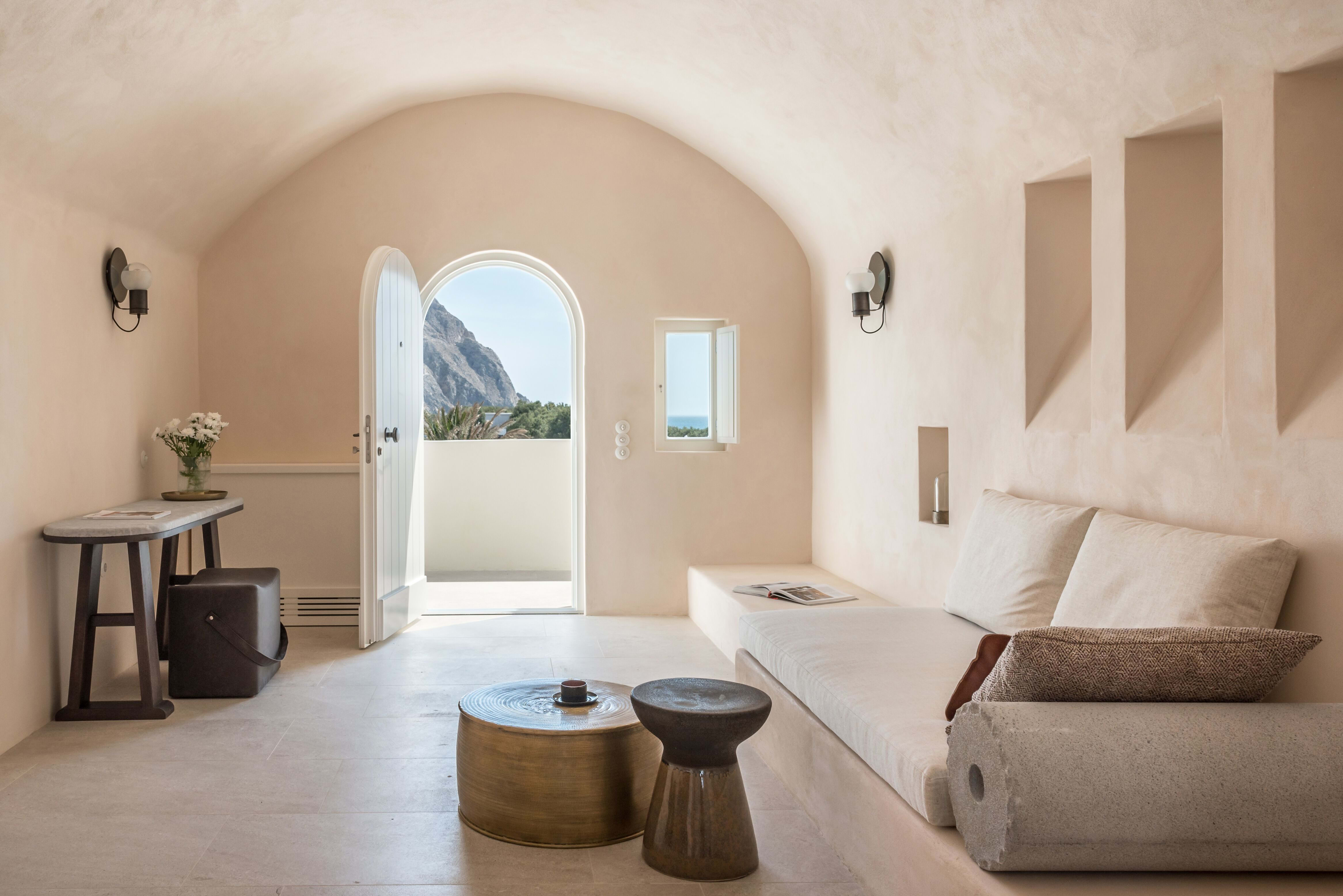 Storia suite living room