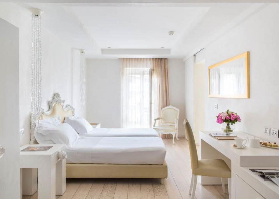 Deluxe room twin beds