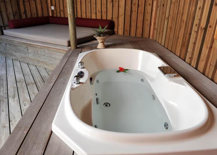 Jacuzzi Beach Villa tub
