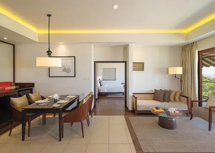 Ocean view suite dining area