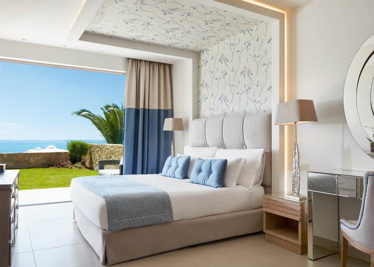 Deluxe Two Bedroom Bungalow Suite Beachfront Master Bedroom