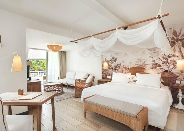 Junior Suite bed & living