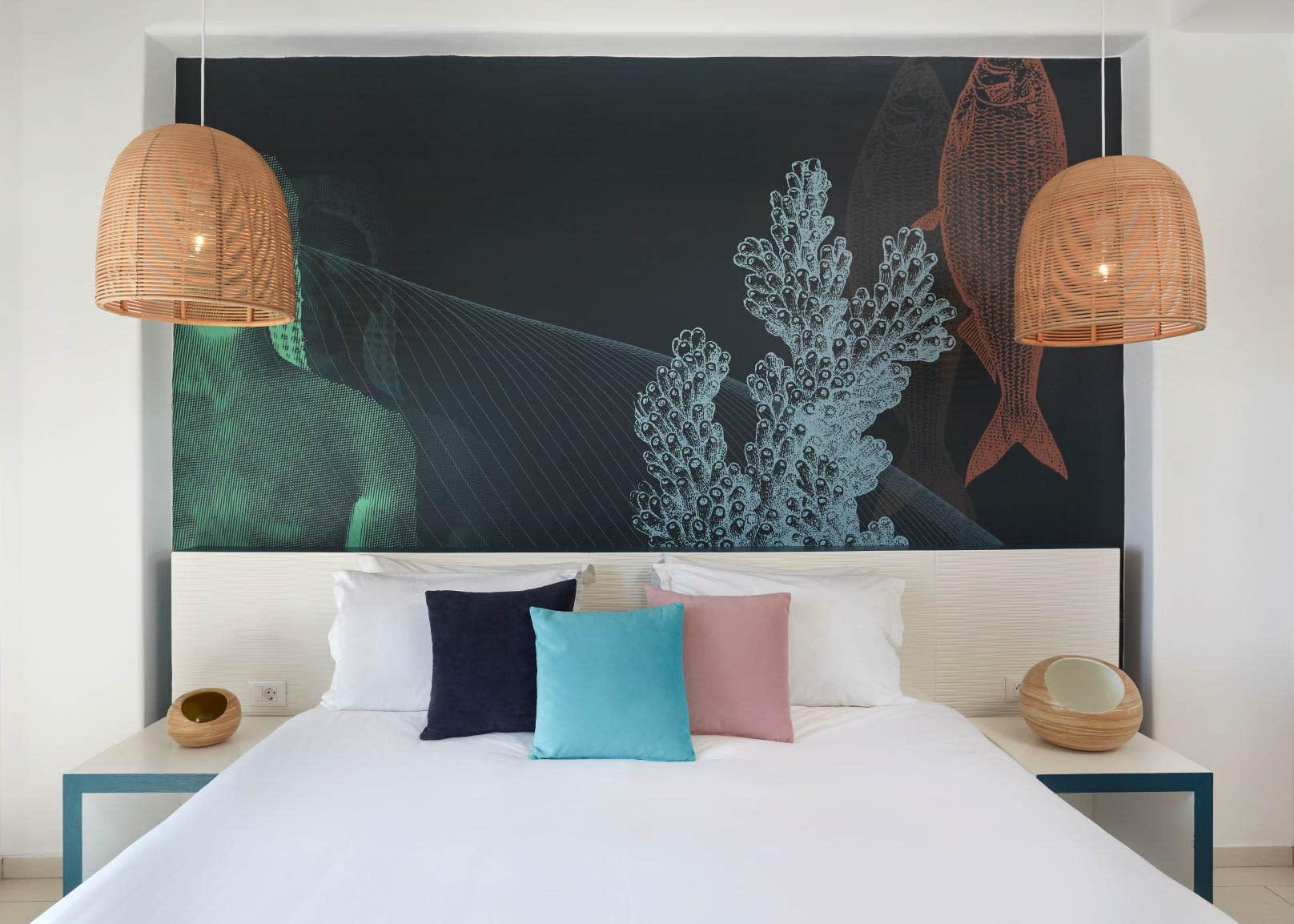 Deluxe suite sea view bed design