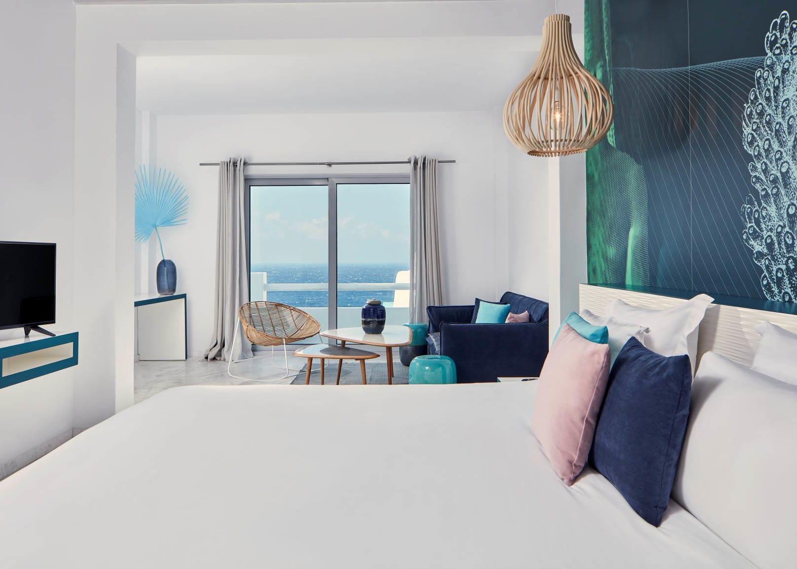 Deluxe Suite sea view open plan living