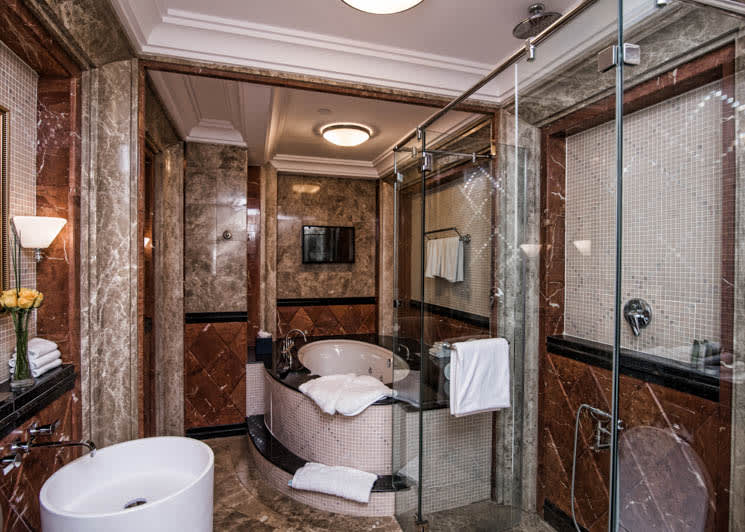 Royal Suite master bathroom