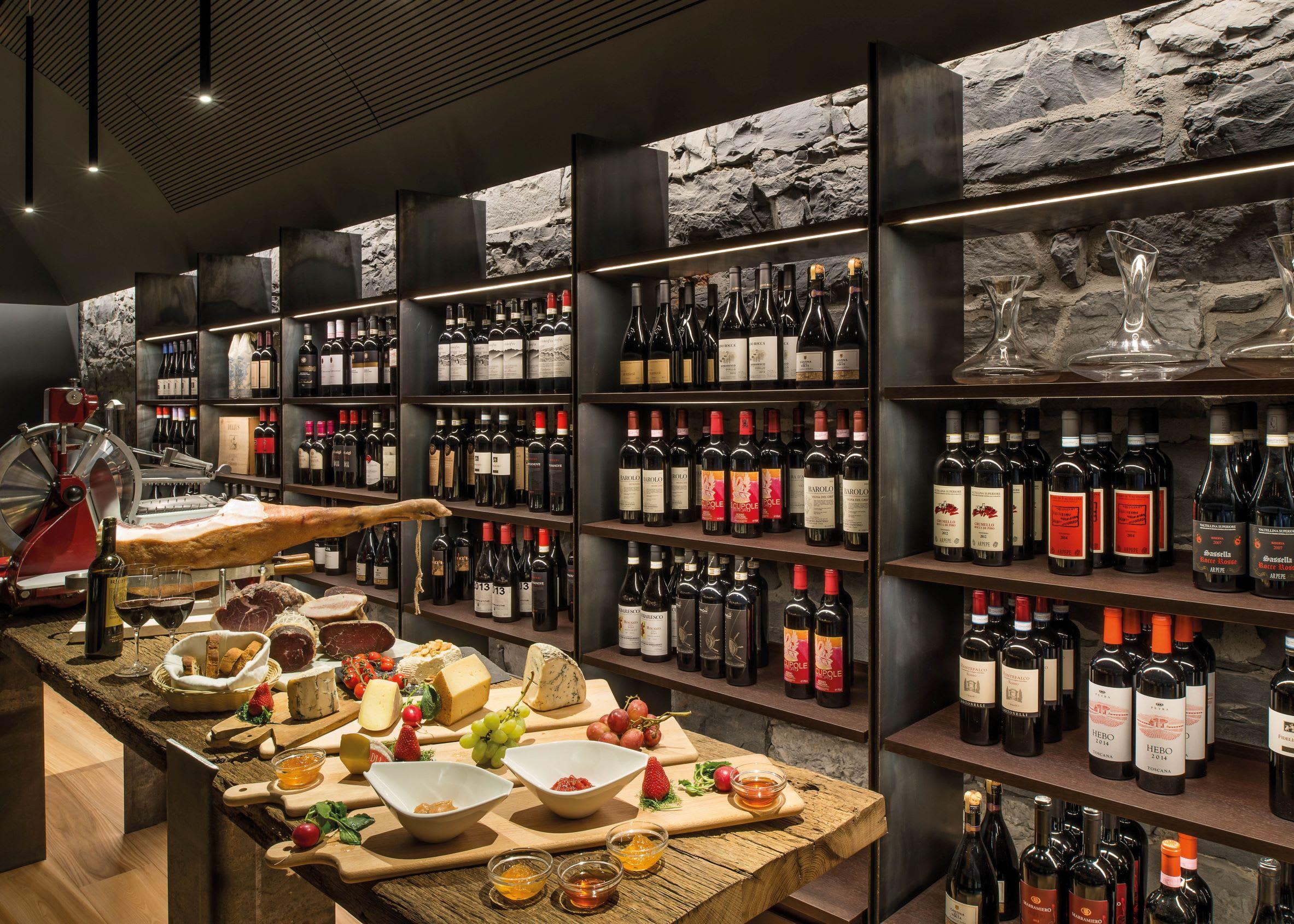 L' Escale Trattoria and Wine Baruse
