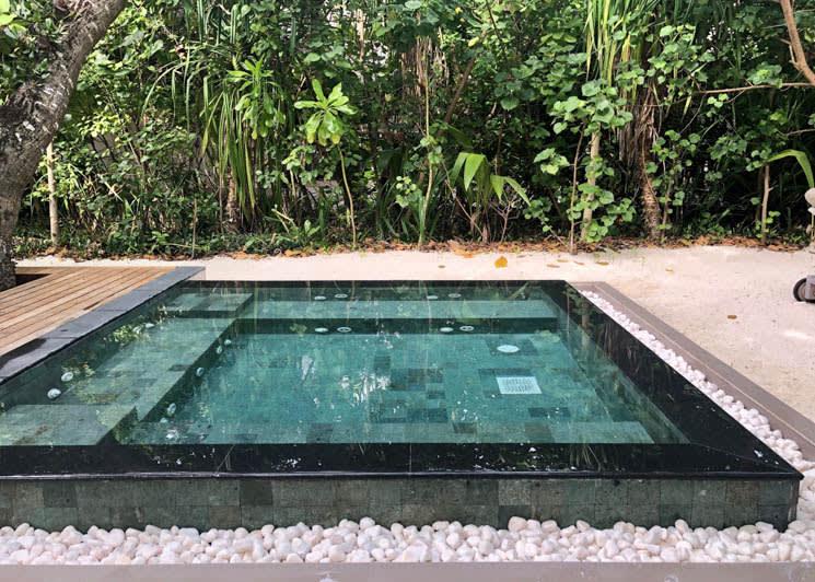 Beach Villa Jacuzzi pool