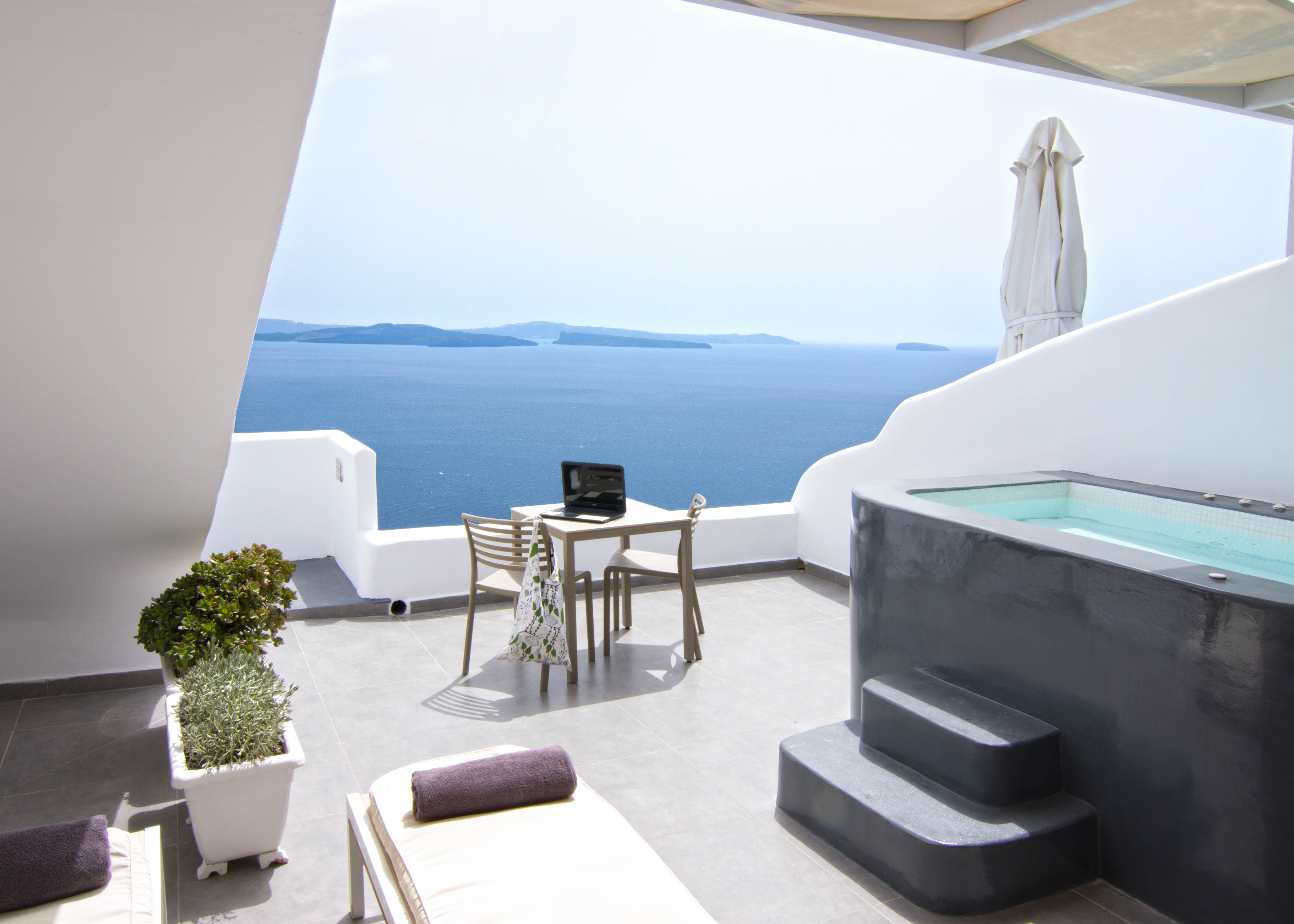 Absolute Suite With Outdoor Jacuzzi