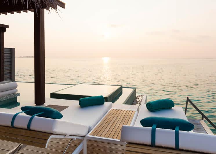 Deluxe Water Pool Villa deck (1)
