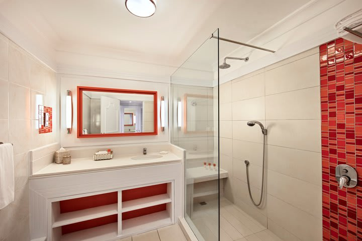 Ambre Rooms Deluxe Sea Facing Bathroom
