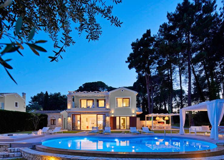 Deluxe Three Bedroom Villa Private Pool Beachfront