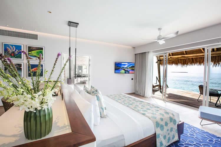 Jacuzzi Water Villa bedroom