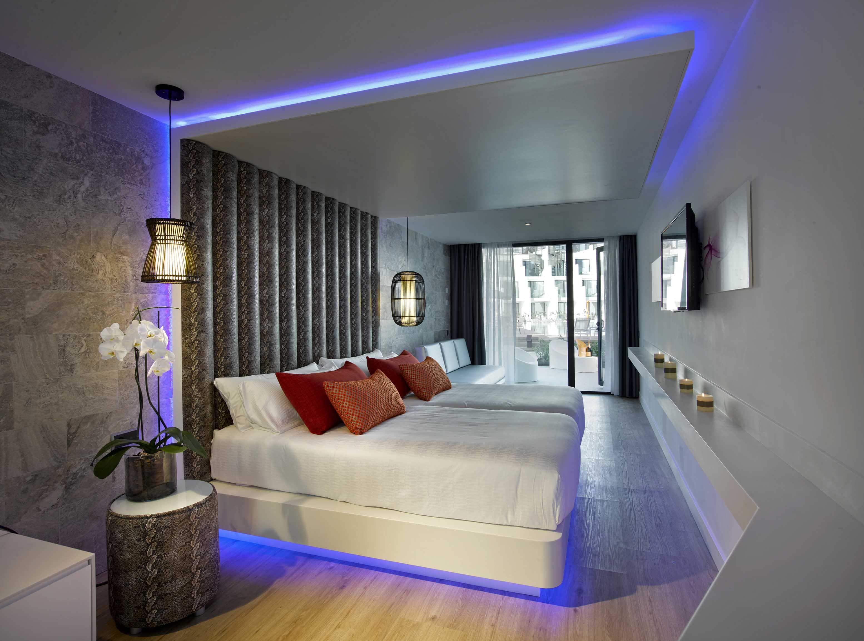 Studio suite silver