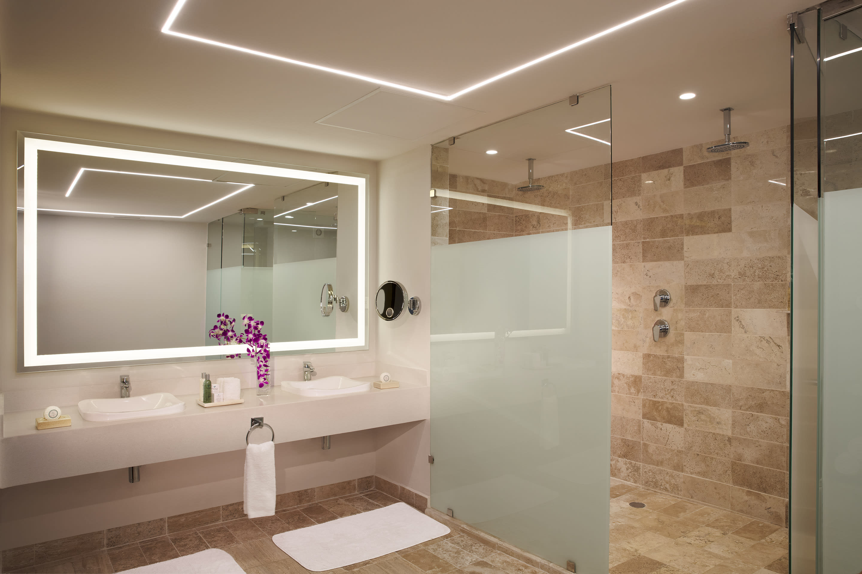 Preferred Club Junior Suite Beach Front Swim Out  Bathroom