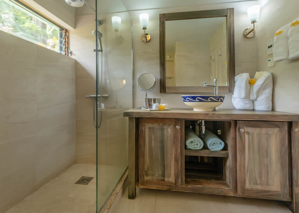 Superior cottage bathroom