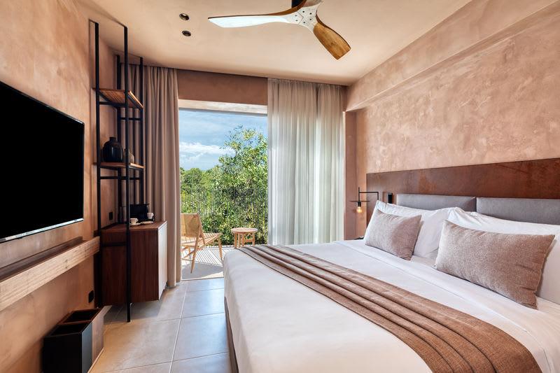Tropical Open Plan Suite Bedroom