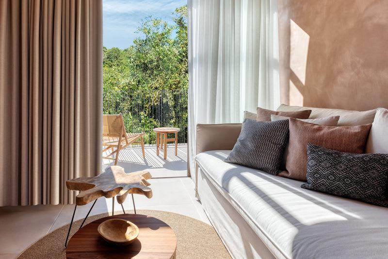 Tropical Open Plan Suite Lounge area