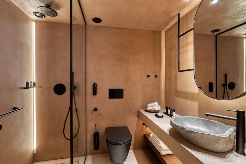 Tropical Open Plan Suite bathroom