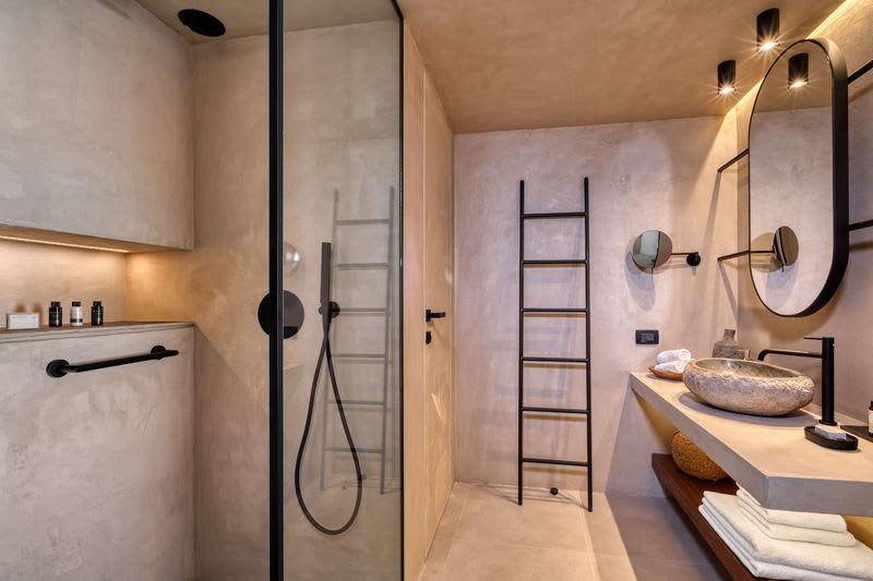 Tropical Sublime Family Suite Bathroom