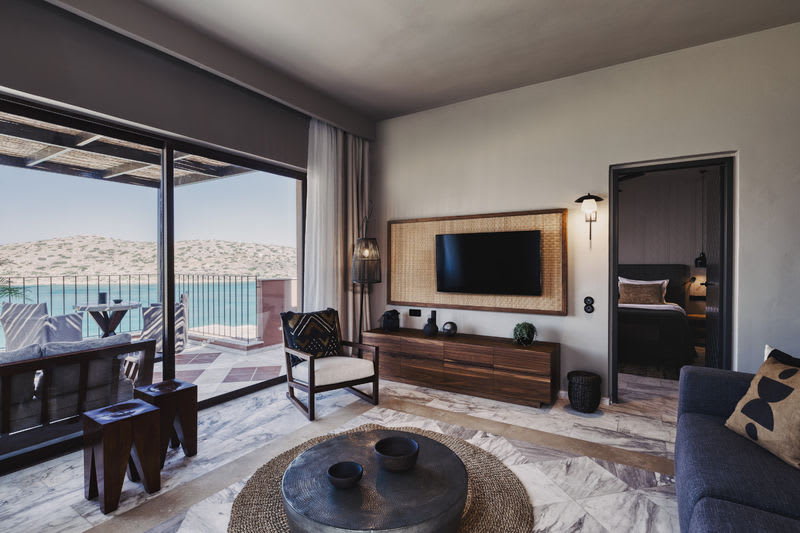 Family Suite Sea View with Private Pool Living Room