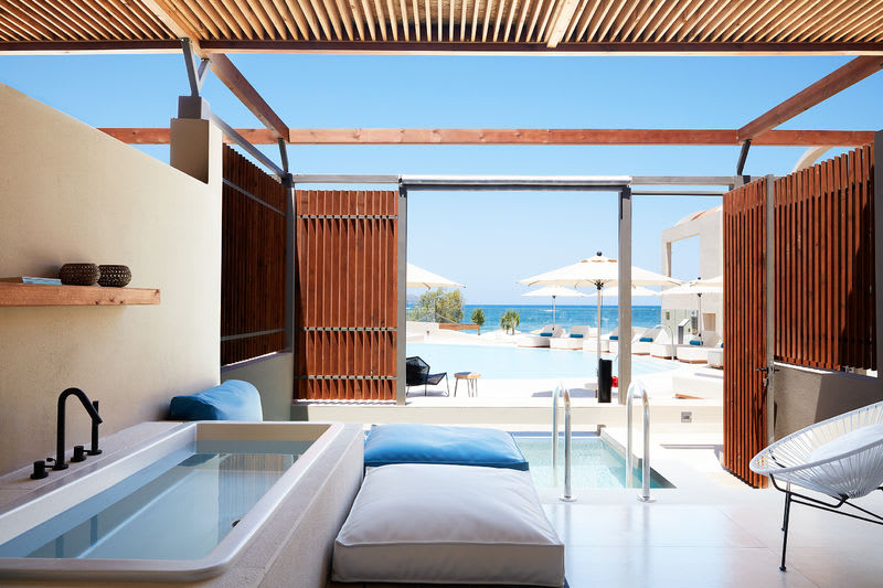 Upbeat Retreat Sea View with Plunge Pool Tub