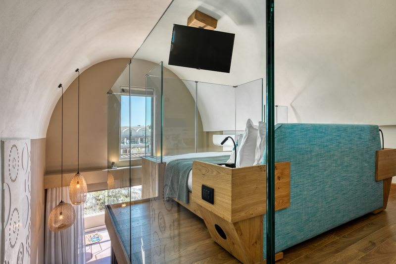 Wellness Loft Suite, Pool View with Outdoor Heated Jacuzzi  Bedroom