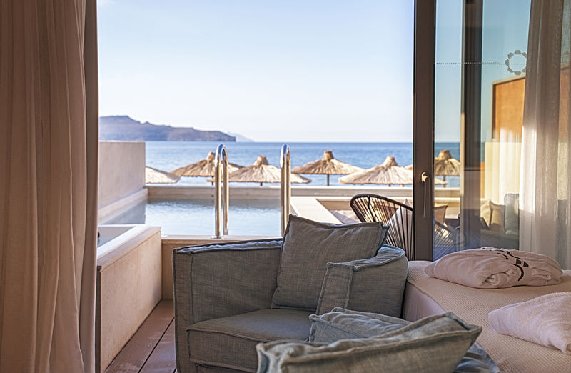Pure Haven, Sea Front with Private Pool Views