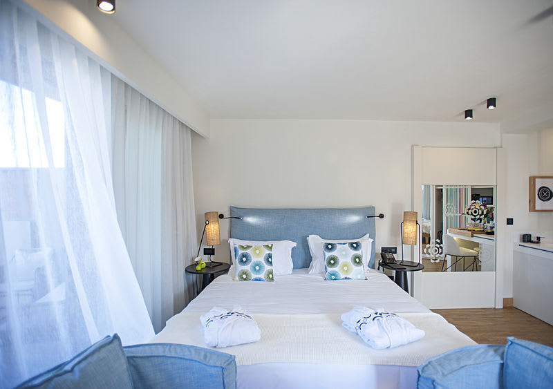Pure Haven, Sea Front with Private Pool Bedroom