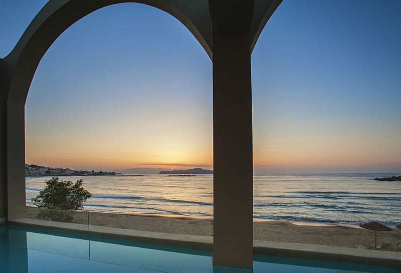 Absolute Haven, Sea Front with Private Pool Sunset
