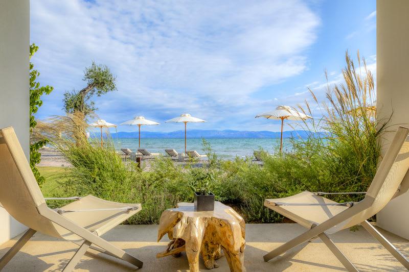 Emerald Retreat Beachfront deck