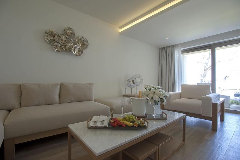 Emerald Suite Sea View Living Area