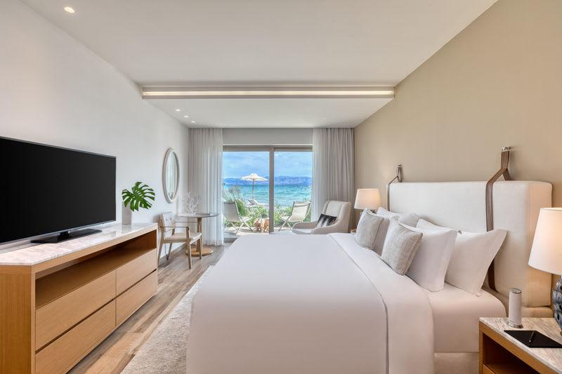 Emerald Suite Beachfront Bedroom