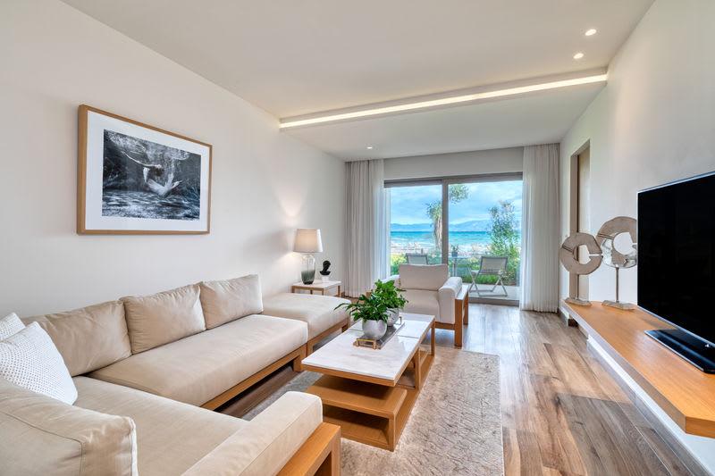 Emerald Suite Beachfront Living Room