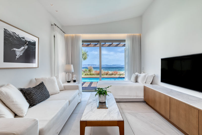Pavilion Suite Sea View with Jacuzzi and Pool Living Room