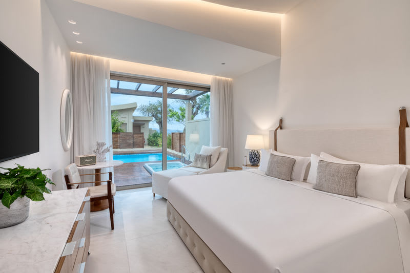 Pavilion Suite Sea View with Jacuzzi and Pool  Bedroom