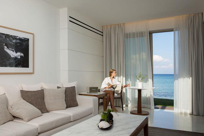Pavilion Suite Waterfront Living Room