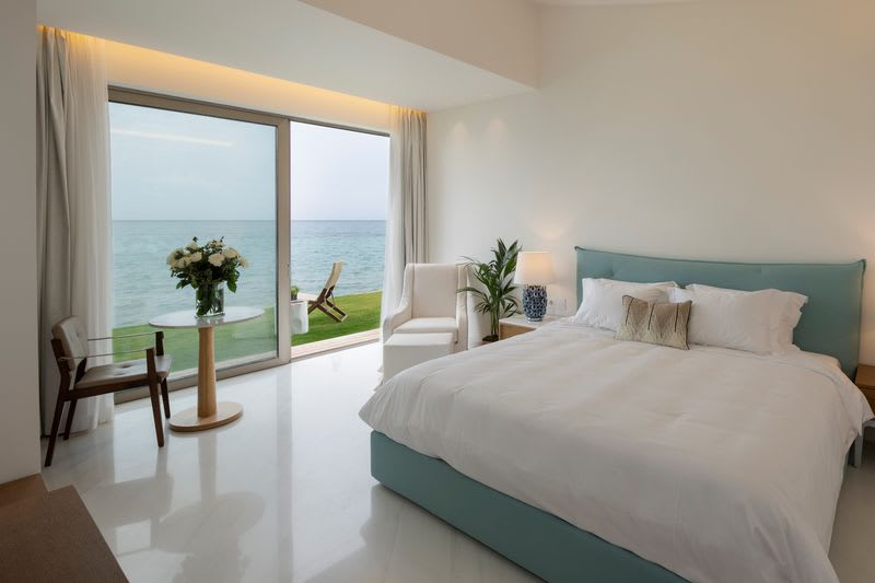 Pavilion Suite Waterfront with private pool Bedroom