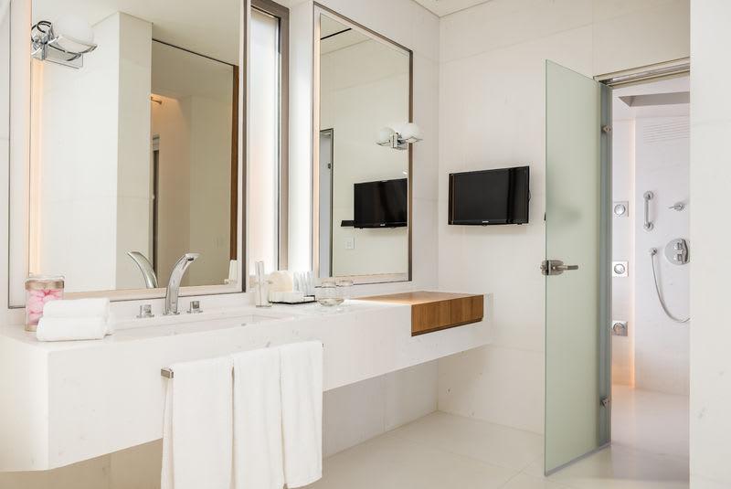 HRH Pearl Bathroom