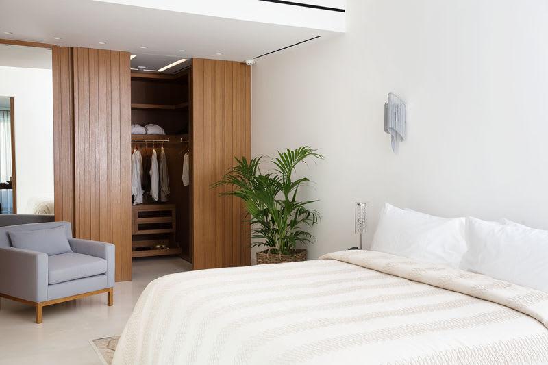 HRH Ivory Bedroom