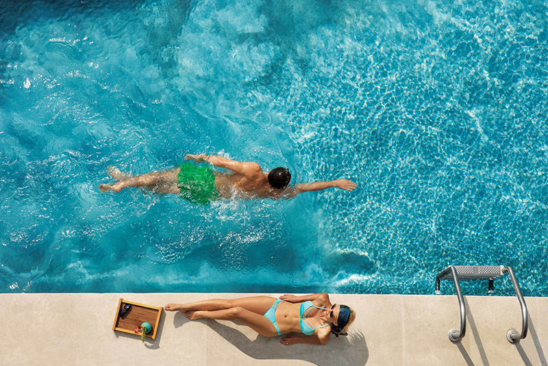 Couple Swimout