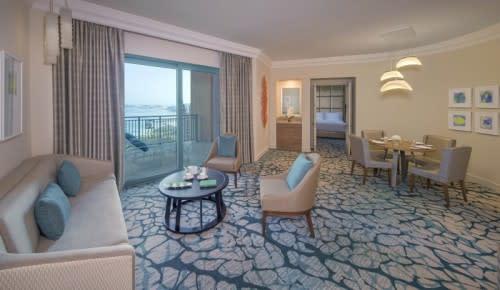 Terrace club suite living