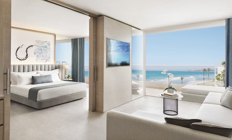 Deluxe One Bedroom Suite Seafront View