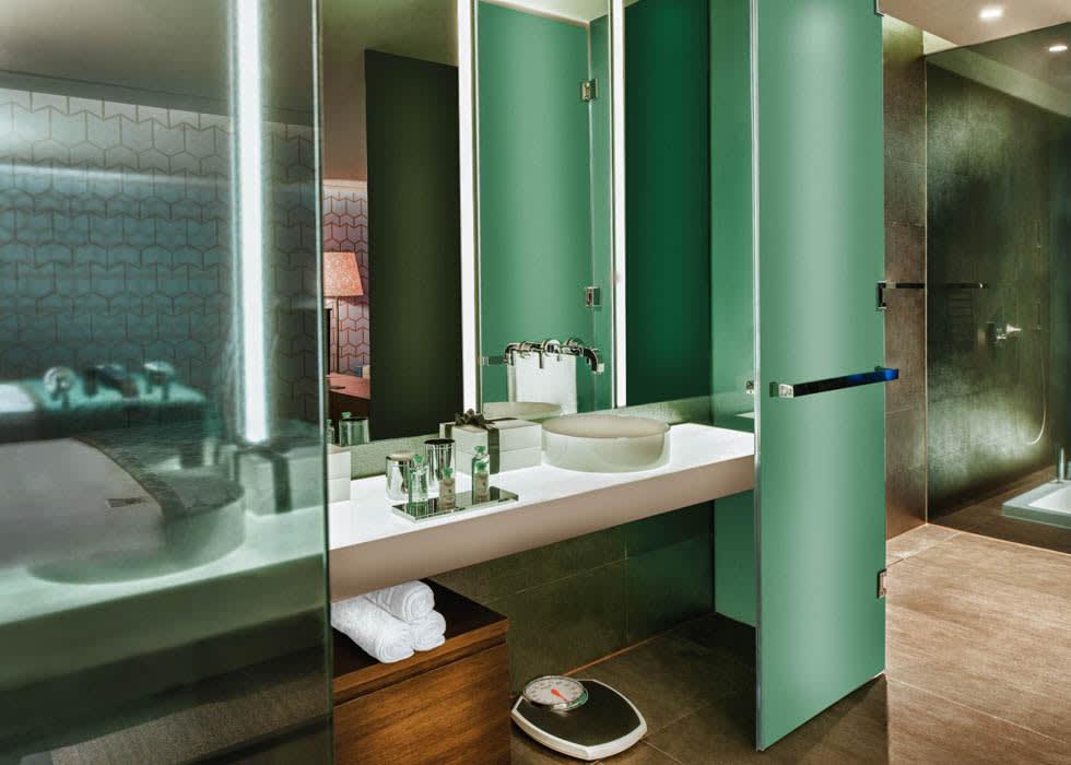 MRK suite bathroom